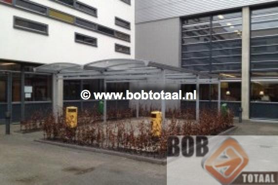 Dubbele carport als Rookoverkapping bij ROC MB te Tilburg - situatie na montage