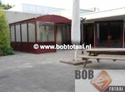 Boogoverkapping als rookruimte bij Defensie restaurant De Witte Raaf in Den Helder